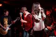 Txus López de Mendiguren -voz-, Javi Uriarte -bajo-, Txus López de Mendiguren -voz- y Kike Gaspar -guitarra- de Arenna, Sala Azkena, Bilbao. 2012