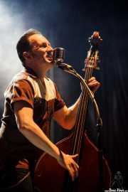 Phil X Hanson, contrabajista de Dick Brave and the Backbeats, Azkena Rock Festival2012