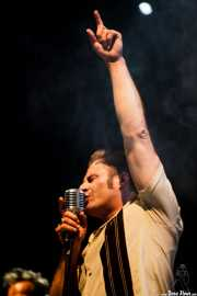 Dick Brave, cantante de Dick Brave and the Backbeats, Azkena Rock Festival2012