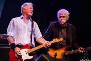 Steve Walwyn -guitarra- y Phil Mitchell -bajo- de Dr. Feelgood (Festival Internacional de Blues de Getxo 2012, Algorta, Getxo, 2012)