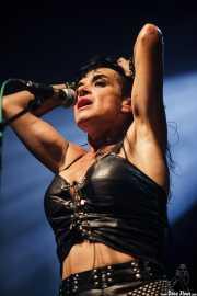 Ana Curra, cantante y pianista de Ana Curra presenta El Acto (Kafe Antzokia, Bilbao, 2012)