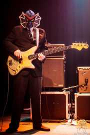 Pete Curry, bajista de Los Straitjackets & Big Sandy & The Pontani Sisters, Kafe Antzokia, Bilbao. 2012