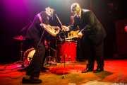 Pete Curry -bajo- y Chris Sprague -bateía- de Los Straitjackets & Big Sandy & The Pontani Sisters, Kafe Antzokia, Bilbao. 2012