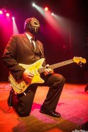 Eddie Angel, guitarrista de Los Straitjackets & Big Sandy & The Pontani Sisters, Kafe Antzokia, Bilbao. 2012