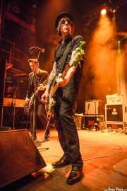 Rupert Orton -guitarra- y Gavin Jay -bajo- de The Jim Jones Revue (Kafe Antzokia, Bilbao, 2012)