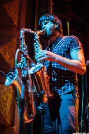 Saxofonista colaborador de Tokyo Sex Destruction (Kafe Antzokia, Bilbao, 2013)