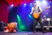 Ciara Thompson -cantante-, Sylvain Lorens -guitarrista- y Josselin Soutrenon -baterista- de The Buttshakers, Andoaingo Rock Jaialdia. 2013