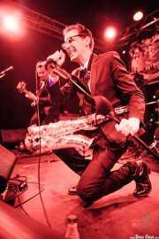 Spencer Evoy -voz y saxofón- y Fernando Terror -bajo- de MFC Chicken, Funtastic Dracula Carnival, Benidorm. 2013