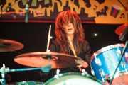 Sara Romweber, baterista de Dexter Romweber Duo (Funtastic Dracula Carnival, Benidorm, 2013)