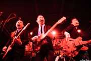 "Dai Ura ""Mr. Gully"" -voz y bajo-, Kazuya Tosa ""Mr. Lawdy"" -voz y guitarra-, Takumi Nakamura ""Mr. Mondo"" y Takashi Manabe ""Mr. Pan"" -voz y guitarra- de The Neatbeatsy Takashi Manabe ""Mr. Pan"" -voz y guitarra- de The Neatbeats (Funtastic Dracula Carnival, Benidorm)"