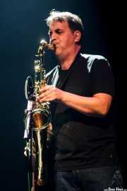 Miguel Slingluff, saxofonista de Burning, Kafe Antzokia, Bilbao, 2014