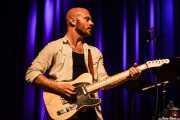 Luke Cawthra, guitarrista de Phantom Limb, con Marc Ford, Kafe Antzokia, 2014