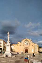 Iglesia de San Pedro Apostol en la Plaza de Santa Teresa, Plaza de Santa Teresa, 2014