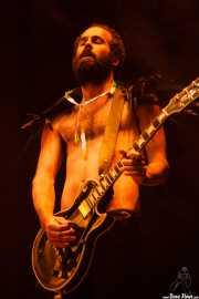 Graham Dickson, guitarrista y txalapartari de Crystal Fighters, Bilbao BBK Live, 2014