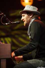 Zach Gill, pianista de Jack Johnson, Bilbao BBK Live, 2014