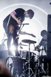 Josu Billelabeitia, -guitarrista y cantante- y Lander Zalakain - baterista-, de Belako, Bilbao BBK Live, 2014