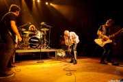 Jonathan Vidal -bajista-, Mateo Cirer -baterista-, TV Smith -cantante- y Marc Carrey -guitarrista-, de TV Smith and The Bored Teenagers, Kafe Antzokia, 2014