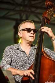 Arnie Somogyi, contrabajista de René Marie Quartet, Donostiako Jazzaldia - Zurriola, 2014
