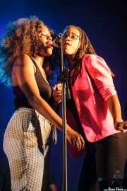 Tonysha Nelson y Lashonda Clinton, cantantes de George Clinton's Parliament Funkadelic, Donostiako Jazzaldia - Zurriola, 2014
