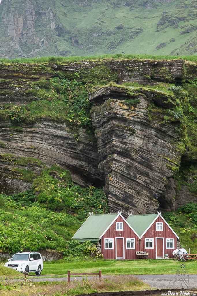 Cabañas del cámping de Vík í Mýrdal, Islandia, 2014