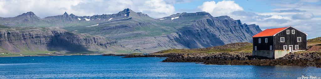 Vista desde el puerto de Djúpivogur, Islandia , 2014