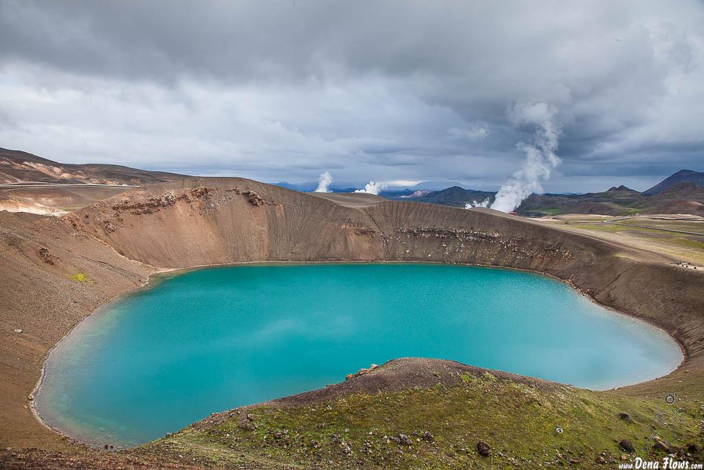 Viti cráter inundado en la zona volvánica de Leirhnjúkur, Islandia, 2014