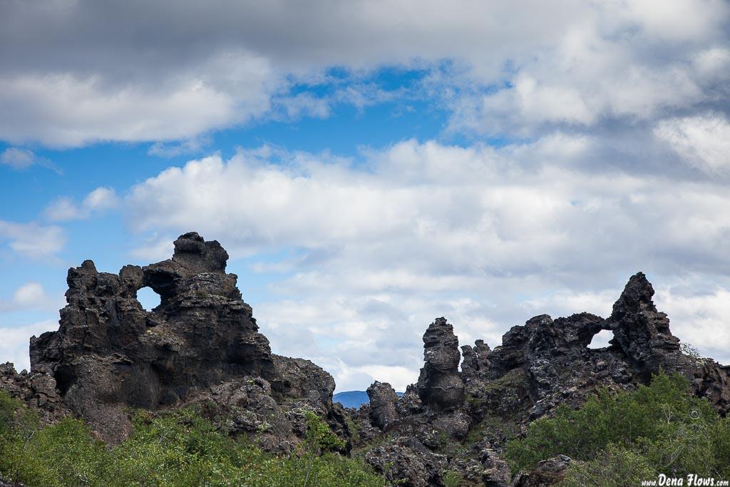 Paisaje de roca volcánica de Dimmuborgir, Islandia, 2014