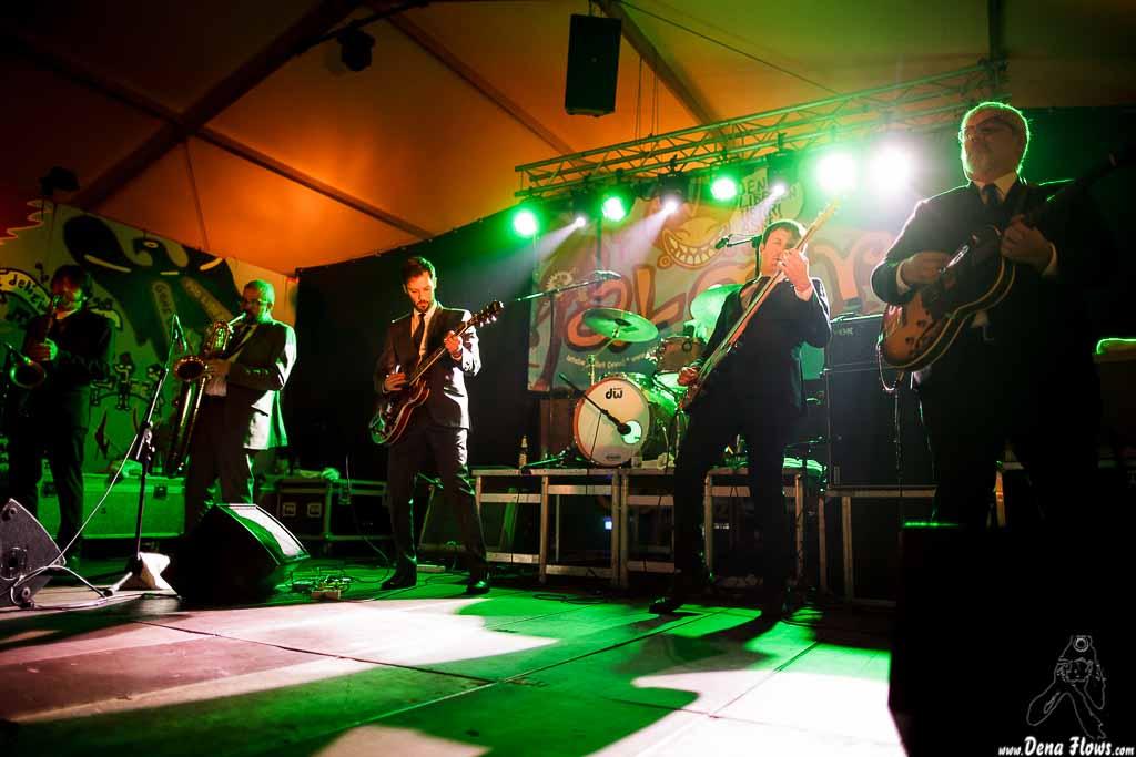 Nicolás Rodriguez-Jauregui y Jordi Blanch-saxofonistas- Albert Greenlight - guitarrista-, Daniel Segura -bajista- y Adrià Gual -guitarrista- de The Excitements, Aste Nagusia - Algara Txosna, 2014