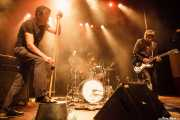 Paco Luis Martos -washtub bass, bajista y guitarrista-m Carlos Jimena -baterista- y Pedro de Dios Barcelo, -guitarrista y cantante- de Guadalupe Plata (24/08/2014)