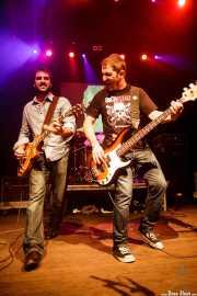 """Guillermo Gutiérrez """"William"""" -guitarrista- y Txemi Gándara -bajista- de Los Brazos (05/09/2014)"""