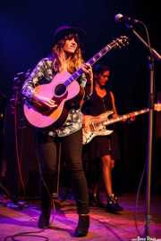 Carmen Boza -guitarrista y cantante- y Laura Gómez Palma -bajista-, Kafe Antzokia. 2014