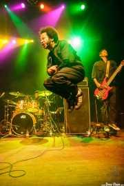 Boots Riley -cantante- y J.J. Jungle -bajista- de The Coup, Kafe Antzokia. 2014