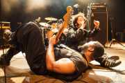 Boots Riley -cantante- y Grego Simmons -guitarrista- de The Coup, Kafe Antzokia. 2014