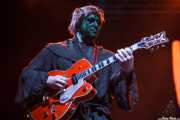 Darrel Higham, guitarrista de Imelda May, disfrazado en el escenario por Halloween, Bilbao Exhibition Centre (BEC). 2014