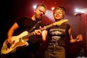 Matt Hill -guitarrista- y Nikki Hill -cantante-, Kafe Antzokia. 2014