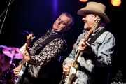 Brad Fordham -bajista- y Chris Miller -guitarrista- de Dave Alvin & Phil Alvin with The Guilty Ones, Ficoba. 2014