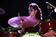 Lisa Pankratz, baterista de Dave Alvin & Phil Alvin with The Guilty Ones, Ficoba. 2014