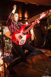 Glenn Ian Page -guitarrista y cantante- y Steven Brian Huggins -bajista- de The Len Price 3, Purple Weekend Festival. 2014