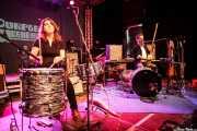 Inma Gómez -percusionista- y Raúl Frutos -guitarrista, cantante y percusionista- de Crudo Pimento, Purple Weekend Festival. 2014