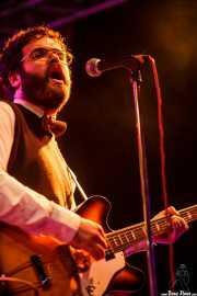 Sergio Alarcón, guitarrista y maracas de Jack Riviera & The R&B Sect, Purple Weekend Festival. 2014