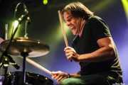 Arturo García, baterista de General Lee, Santana 27. 2014