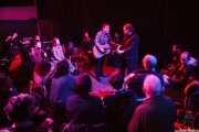 """Austin Lucas -voz y guitarra- y Aaron """"Cuz"""" Persinger -voz y guitarra invitado-, Kafe Antzokia, Bilbao. 2015"""