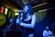 Devid Dell'Aiera -bajo-, Hayley Red -voz- y Eric Frajria -batería- de The Dustaphonics, Kafe Antzokia, Bilbao. 2015