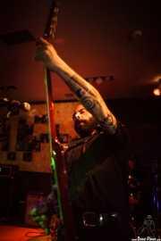 Alessio Perazzo, cantante y guitarrista de King Mastino, Satélite T, Bilbao. 2015