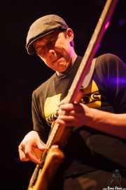 Joe Edwards, bajista de Carvin Jones Band, Kafe Antzokia, Bilbao. 2015