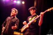 Jimmy Barnatán -cantante invitado- y Joe Edwards -bajo- de Carvin Jones Band, Kafe Antzokia, Bilbao. 2015