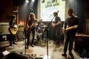 Miren Narbaiza -guitarra y voz-, Joseba B. Lenoir -guitarra y voz-, Felix Buff -batería-, Xan Bidegain -bajo- y Ander Mujika -guitarra- de Joseba B. Lenoir Gang, Hika Ateneo, Bilbao. 2015