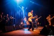 Joel Rocha -saxo barítono-, Hugo Lopes -saxo tenor-, Bruno Rocha -trompeta-, Nuno Gomez -batería-, Pedro Serra -voz-, Manuel Oliveira -bajo- y Nuno Riviera -guitarra- de TT Syndicate, Kafe Antzokia, Bilbao. 2015