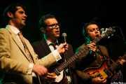 Pedro Serra -voz-, Manuel Oliveira -bajo- y Nuno Riviera -guitarra- de TT Syndicate, Kafe Antzokia, Bilbao. 2015