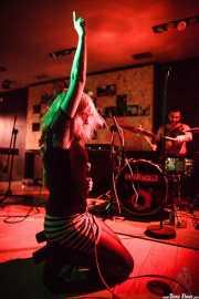 Martillo -voz- y Saul -batería- de The Capaces, Satélite T, Bilbao. 2015